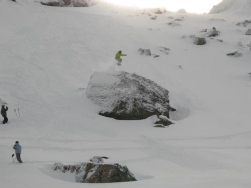 Snowboarder Saltando
